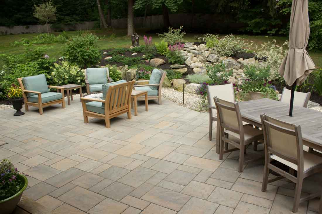 Pavers and border plantings